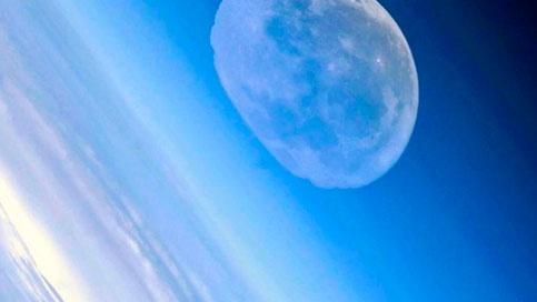 Российский космонавт показал с орбиты «растворившуюся» Луну