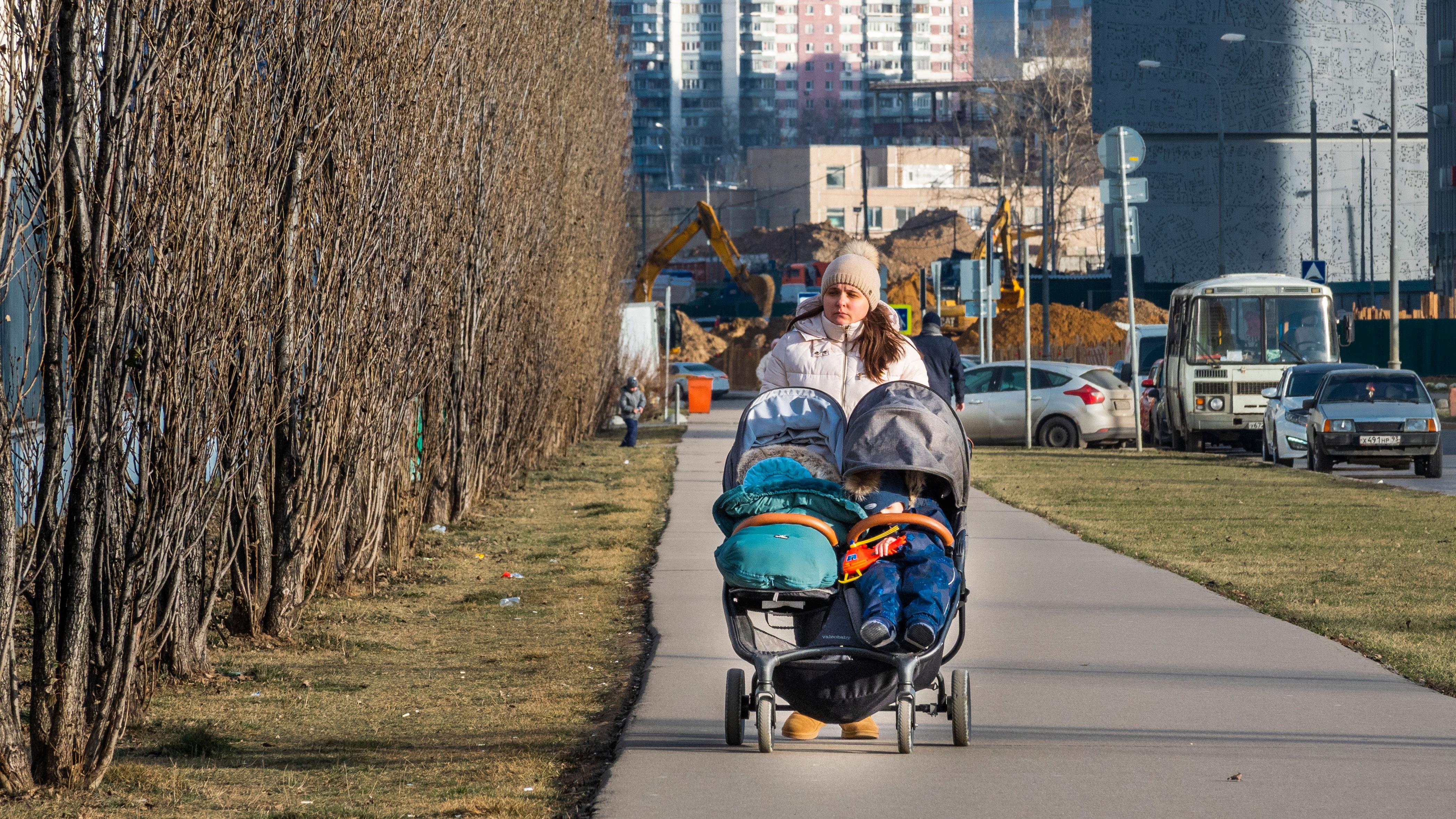 В России с 1 апреля начнут выплачивать по 5 тысяч рублей имеющим право на маткапитал семьям