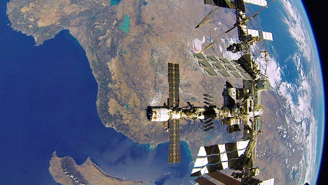 Орбиту МКС скорректируют на 900 метров