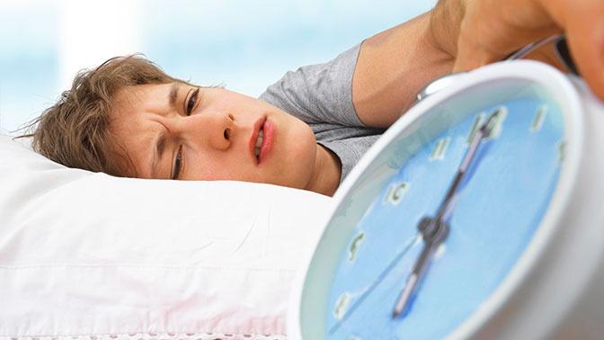 Врач призвал отказаться от будильника в период самоизоляции