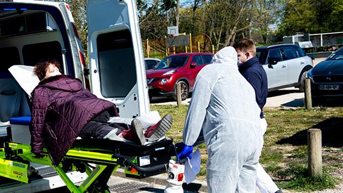 Число жертв коронавируса в США превысило семь тысяч человек