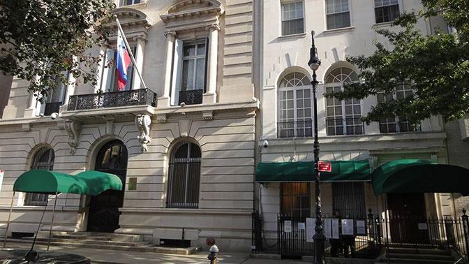 Посольство РФ: не вылетевших из США граждан расселят по гостиницам