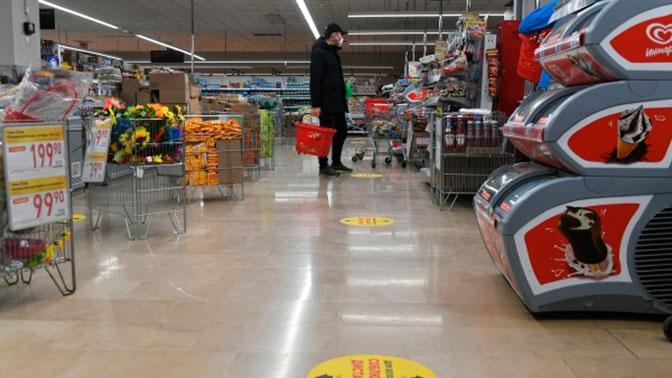 Магазины и аптеки могут обязать бесплатно раздавать покупателям маски и перчатки