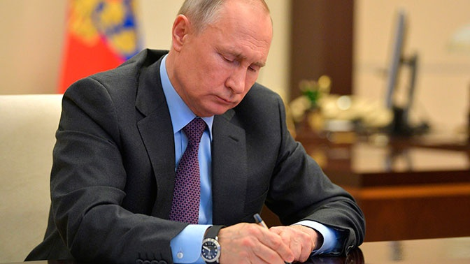 Песков рассказал, как долго Путин будет работать на «удаленке»