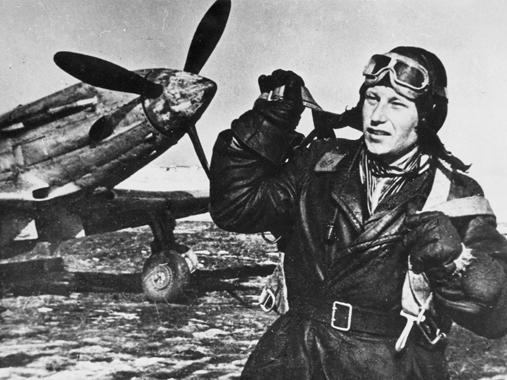 На истребителе МиГ-3 одержал свою первую воздушную победу А.И. Покрышкин