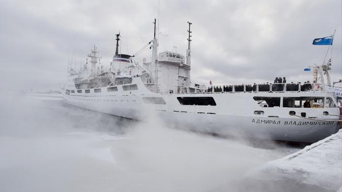Исследовательское судно ВМФ прибыло в море Дюрвиля: фото