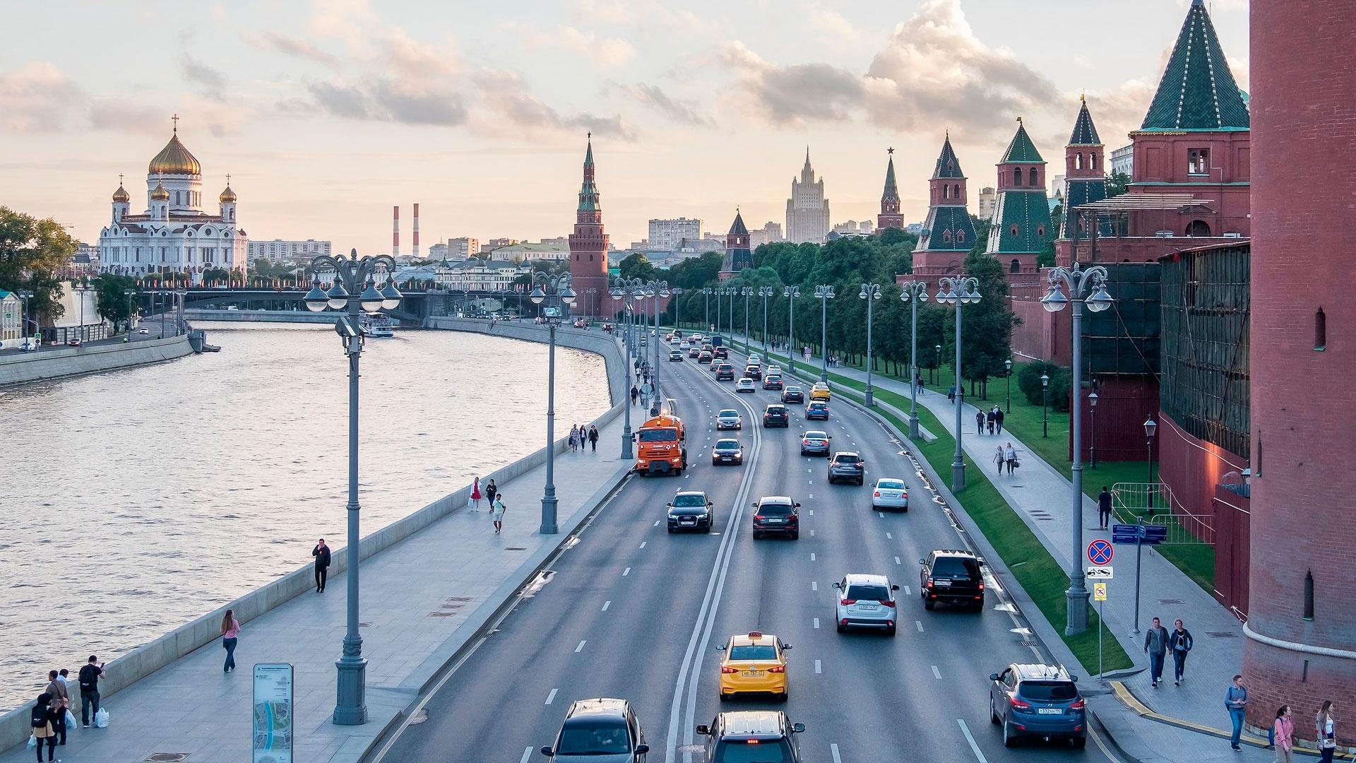 В Кремле предупредили о невозможности получения госпомощи увольняющим людей компаниям