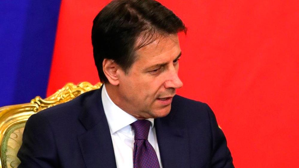 Премьер Италии назвал оскорбительными намеки в политизированности помощи от РФ