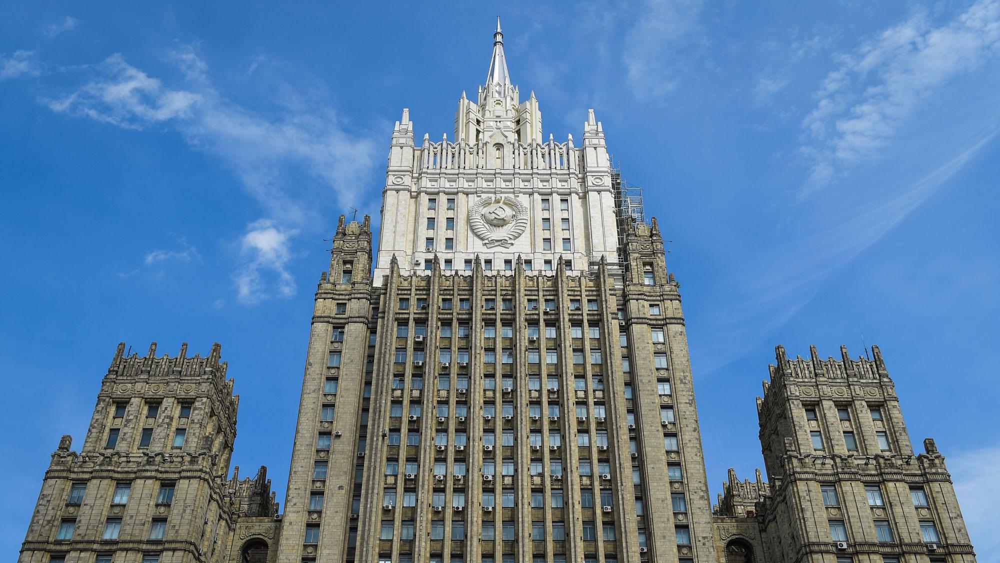 В МИД РФ рассказали, что матпомощь получили около четырех тысяч находящихся за рубежом россиян
