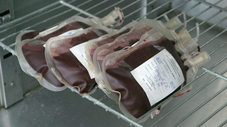 В России начали лечить коронавирус переливанием плазмы переболевших