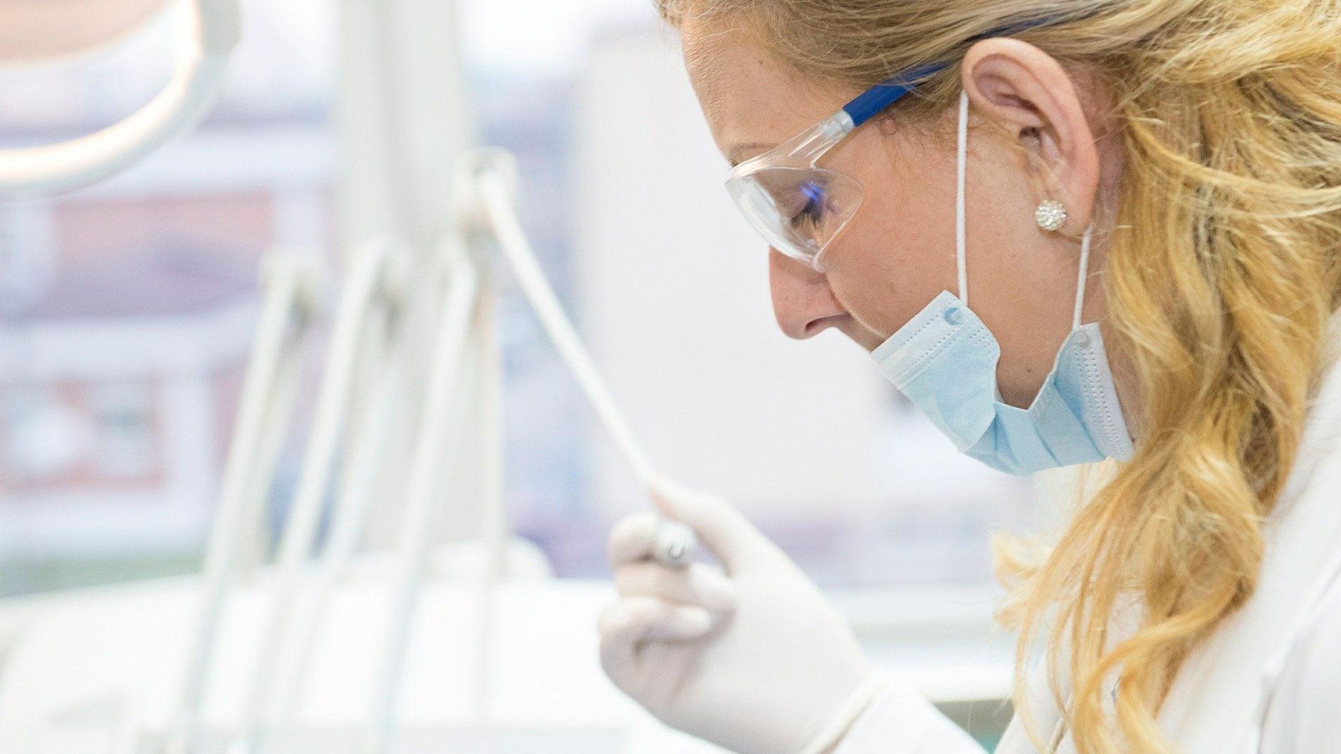 Путин поручил готовиться к перепрофилированию врачей для борьбы с коронавирусом