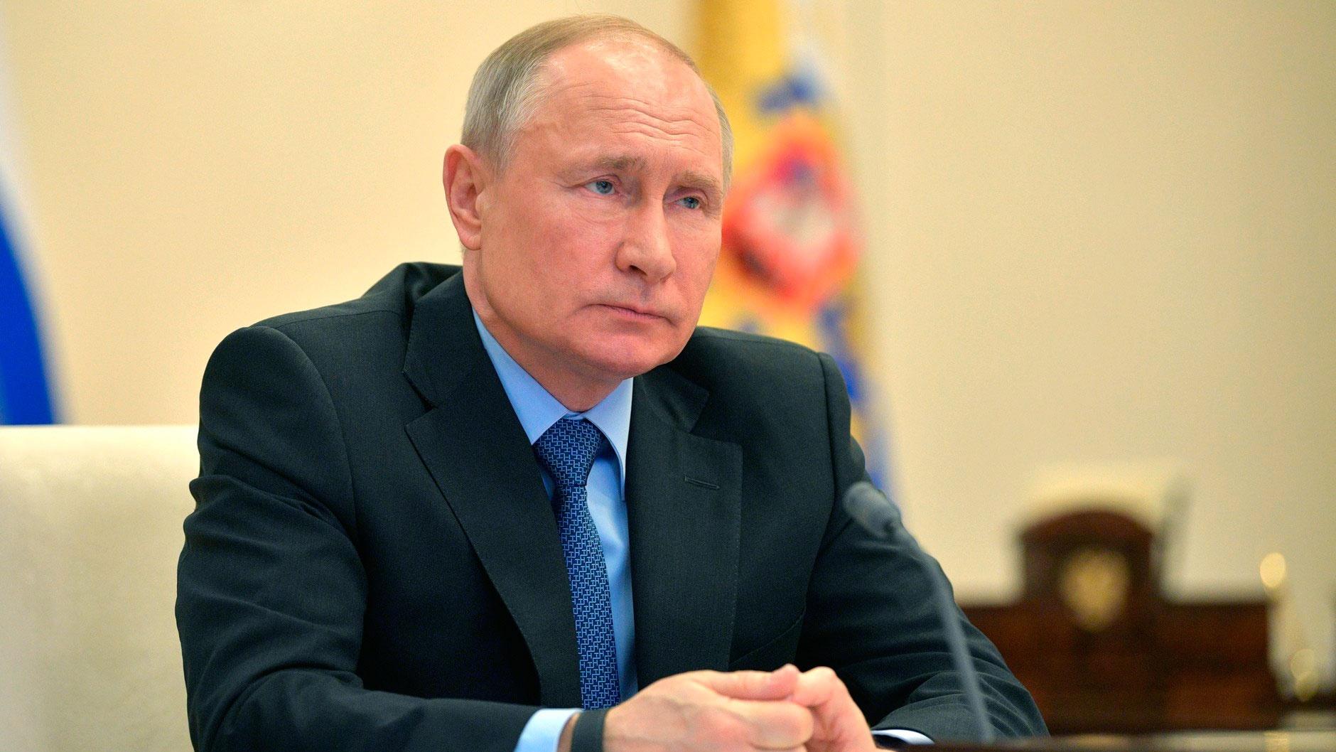 Путин заявил о продолжении контактов с США по коронавирусу