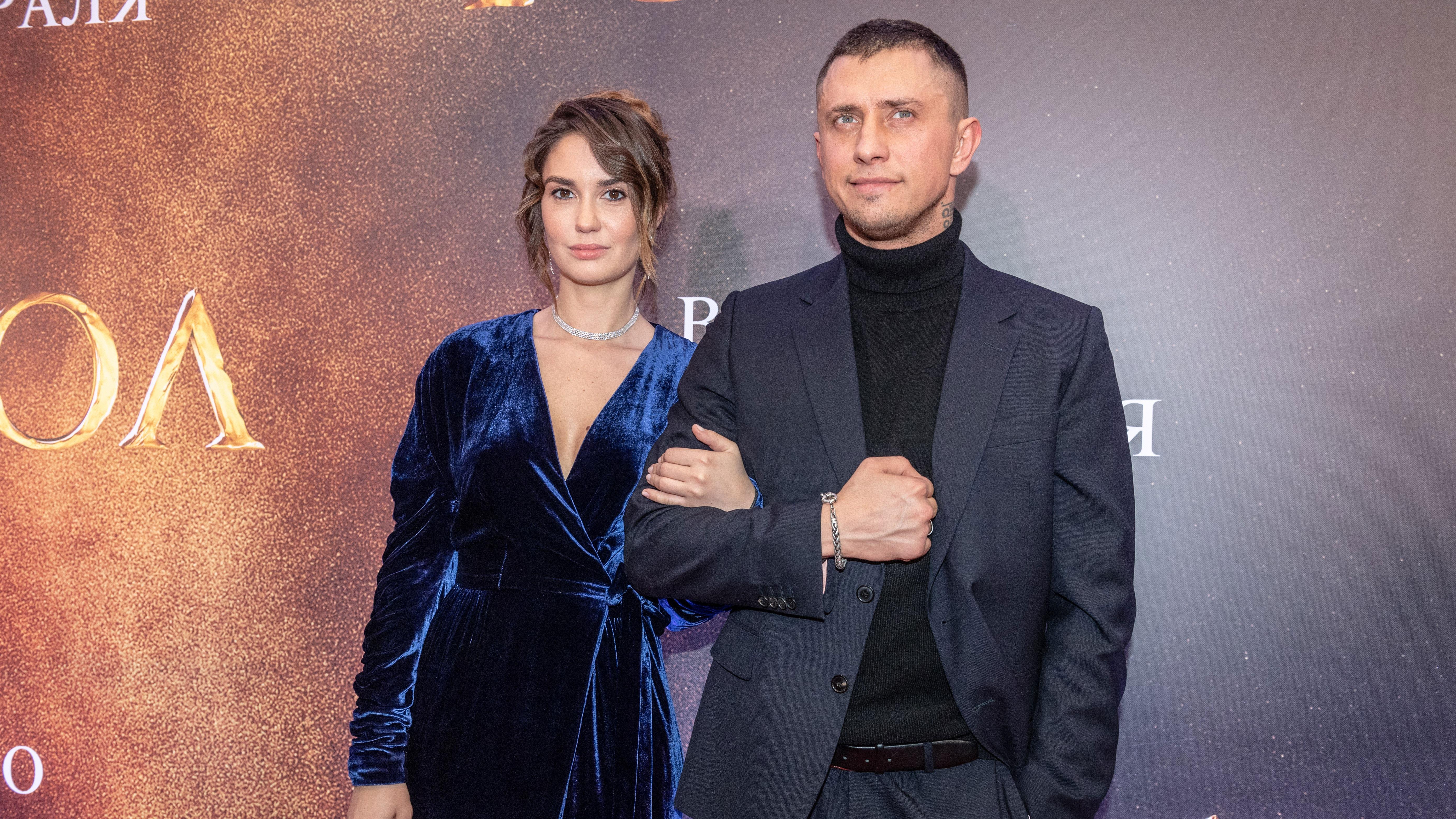 Агент Прилучного прокомментировала сообщения об избиении актером жены