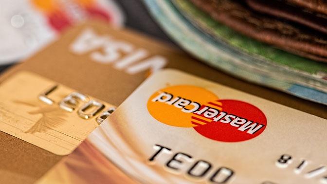 Банковские карты с истекшим сроком можно использовать до 1 июля