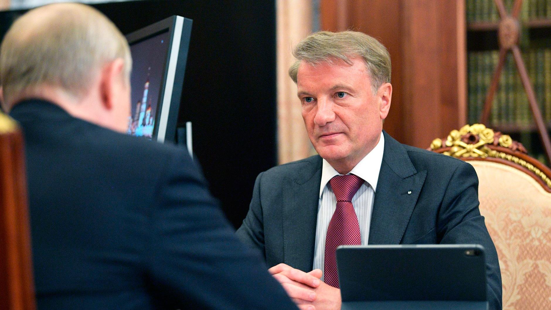 Греф исключил возможность изъятия вкладов россиян