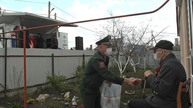 Подарок ветерану: под Самарой военные устроили концерт для 95-летнего фронтовика