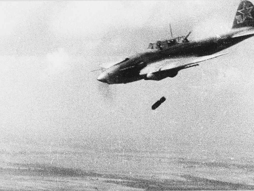 Ил-2 сбрасывает бомбу<figcaption class=