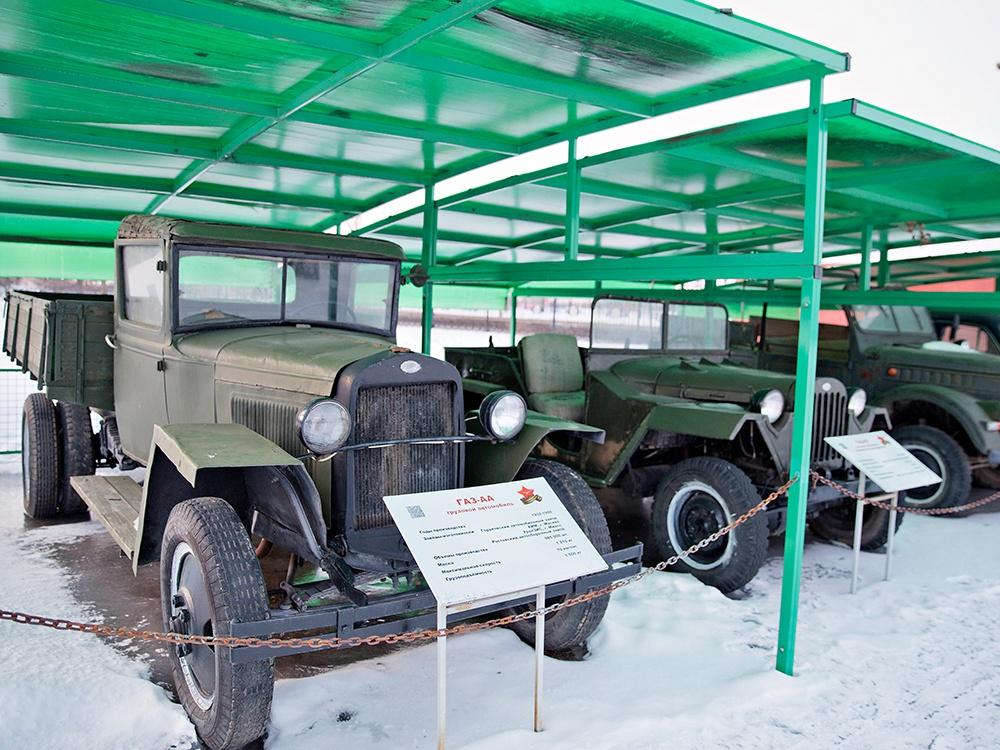ГАЗ АА, советский легкий грузовик, разработанный в 1932 году по лицензии США Ford. Грузовик АА с 1930 года. Это был первый серийный автомобиль на Нижегородском автомобильном заводе (позже ГАЗ)