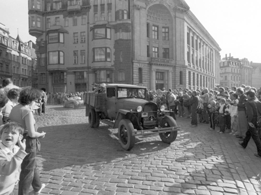 ГАЗ-ММ (полуторка) — грузовой автомобиль Горьковского автозавода. Международный парад старинных автомобилей и мотоциклов