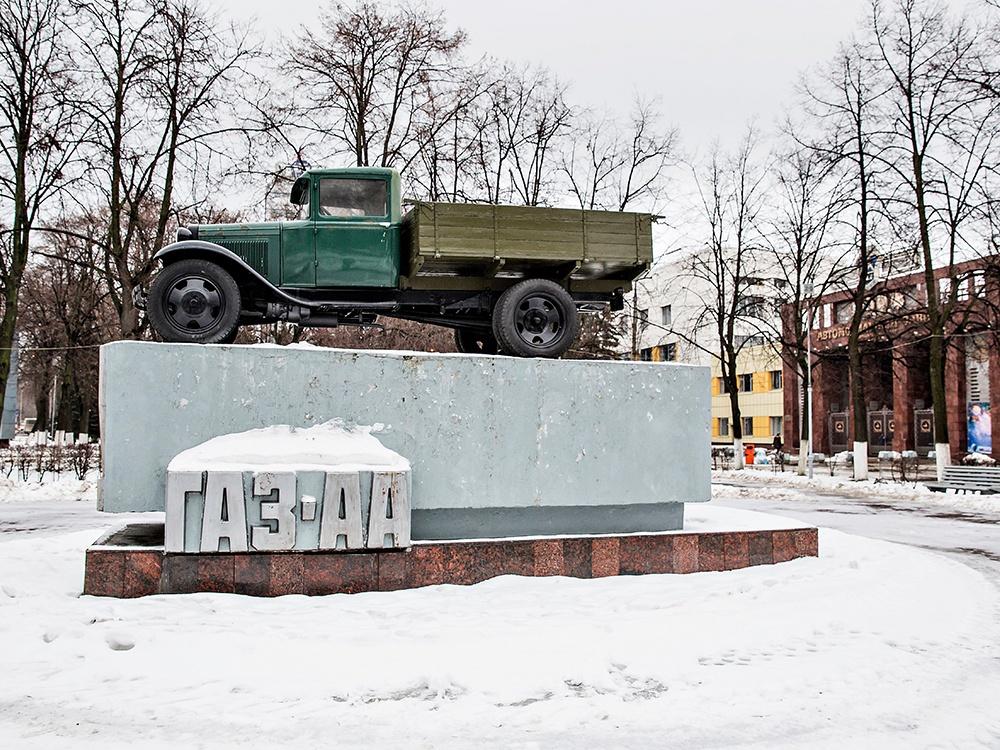Вид на ворота главного входа в ГАЗ (Нижегородский автомобильный завод)
