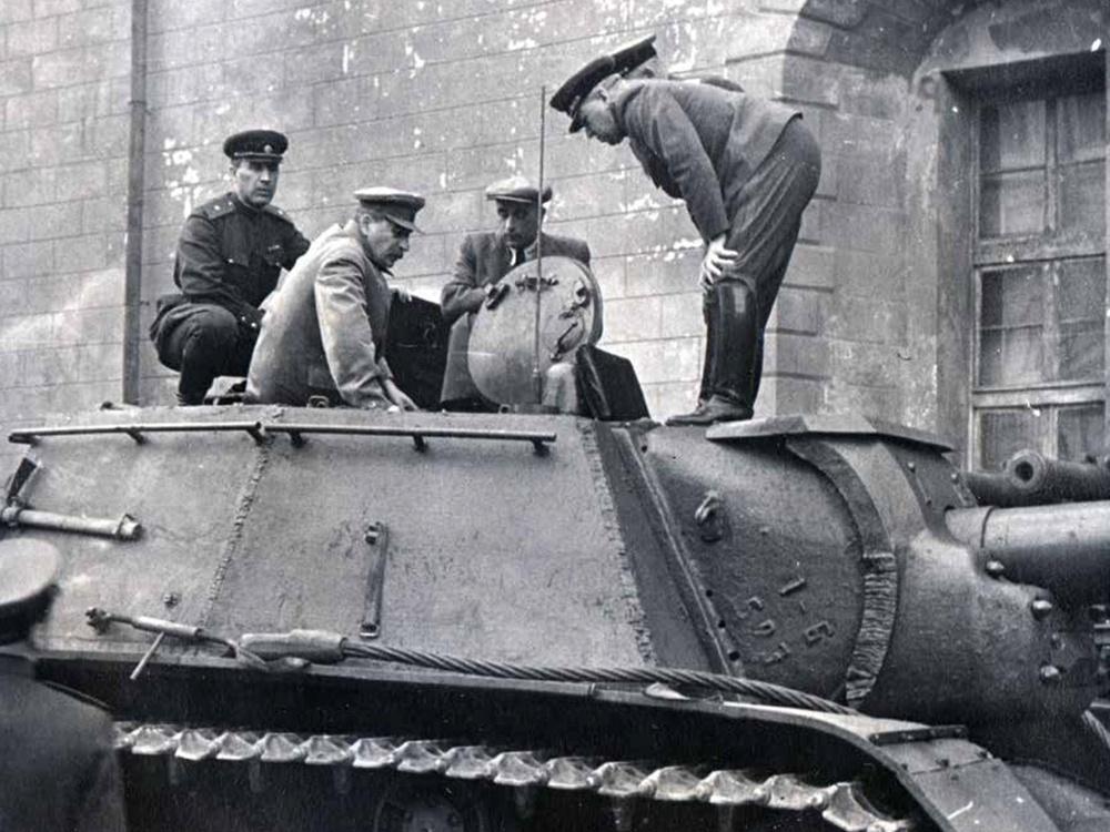 Показ СУ-152 Сталину