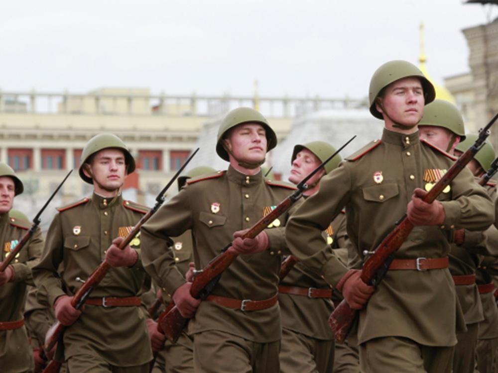 Участники генеральной репетиции парада Победы на Красной площади.