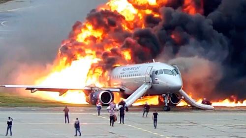 Пилот загоревшегося в Шереметьево год назад самолета назвал свою версию катастрофы