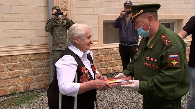 Военнослужащие в Северной Осетии поздравили ветеранов ВОВ с наступающим Днем Победы