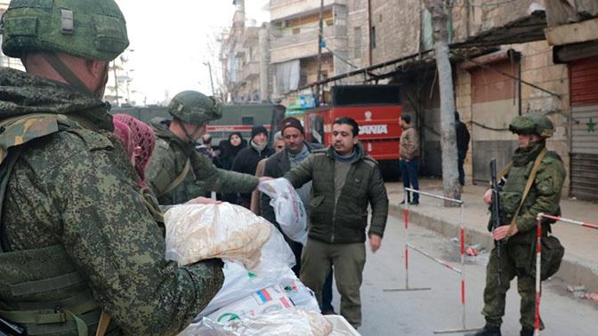 Российские военные начали передачу гуманитарной помощи в Заевфратье