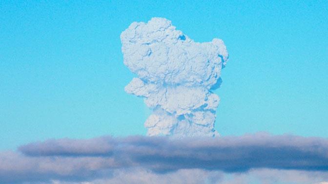Вулкан на Курилах выбросил пепел высотой 3,5 километра