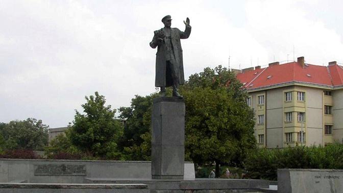 Лавров: памятник Коневу в Праге должен быть восстановлен
