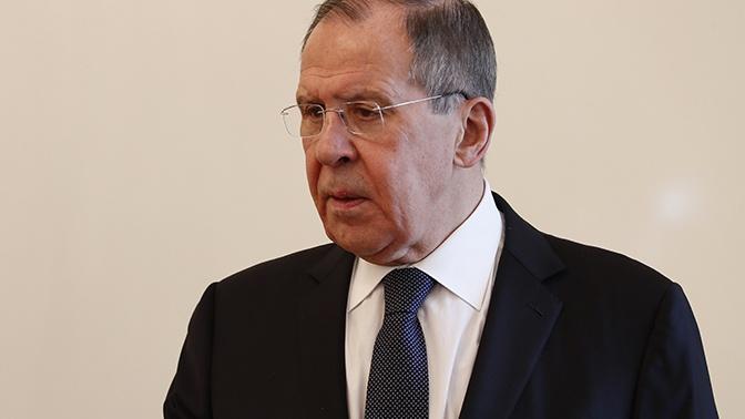 Лавров прокомментировал идею о введении выездных виз для россиян
