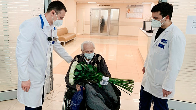 Столетний пациент вылечился от коронавируса в Москве