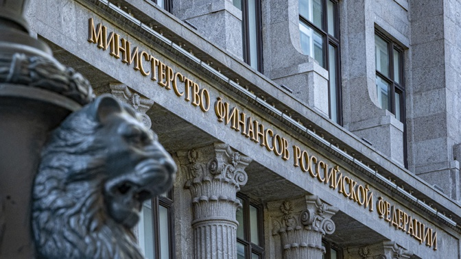 Минфин направил в пострадавшие от COVID-19 регионы 100 млрд рублей