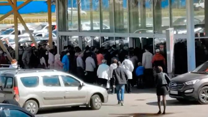 Атака на магазин: в Дзержинске закрыли гипермаркет из-за ажиотажа покупателей