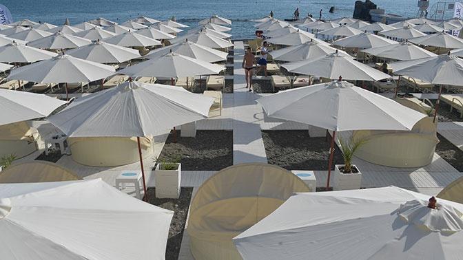 Россиянам разъяснили, придется ли носить маски на пляже