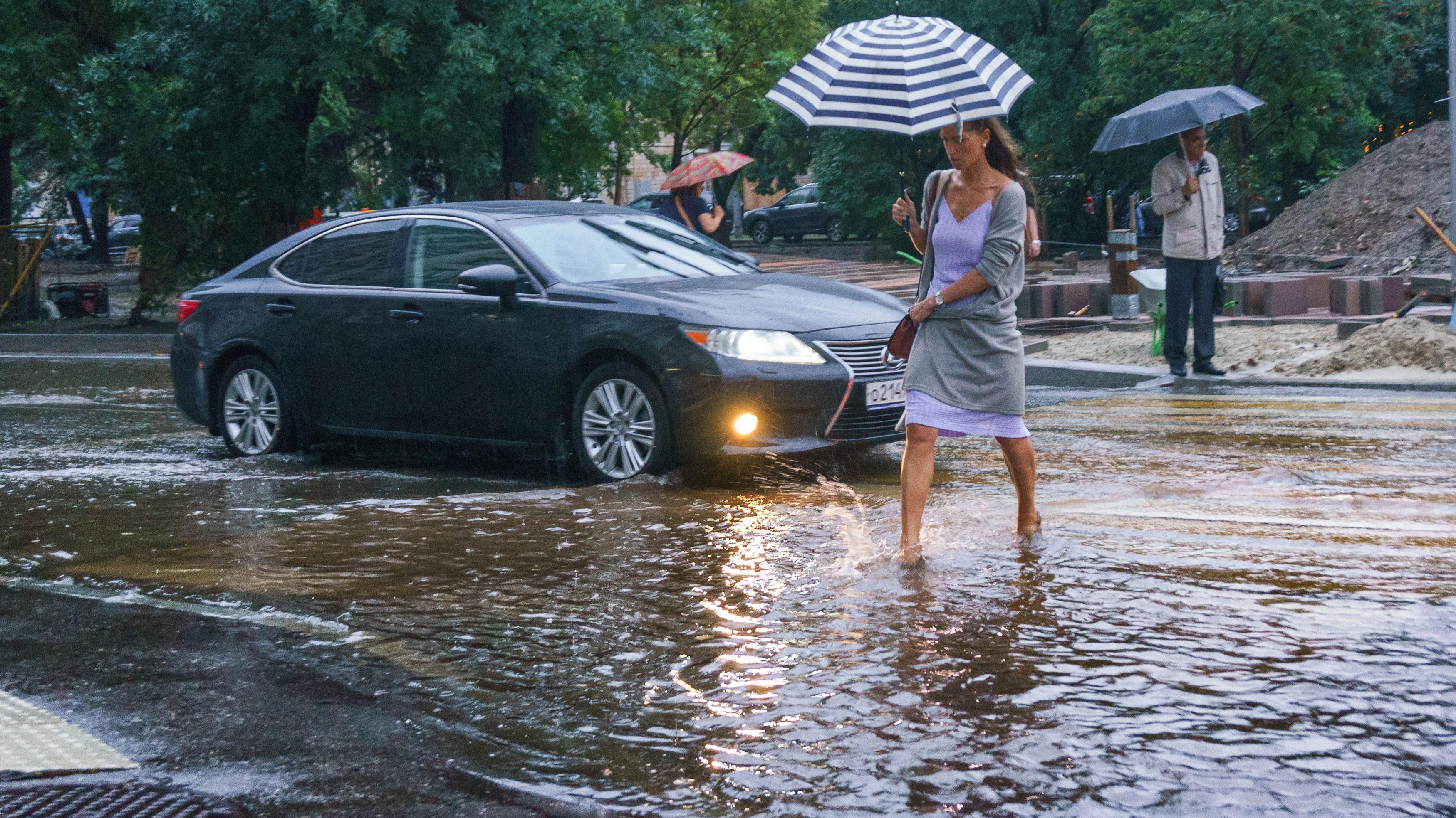 фото вчерашнего дождя в москве можно найти