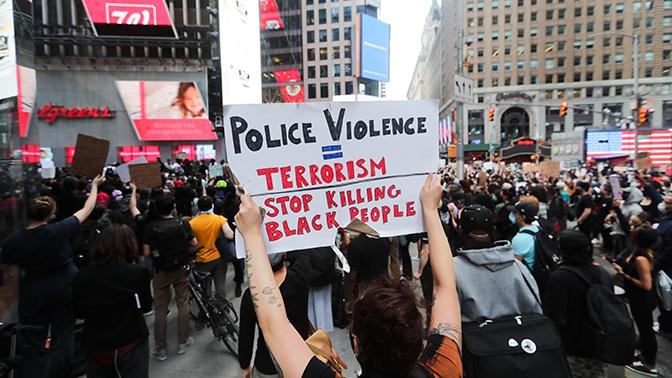 МИД РФ: более ста журналистов пострадали от действий полиции США в ходе беспорядков