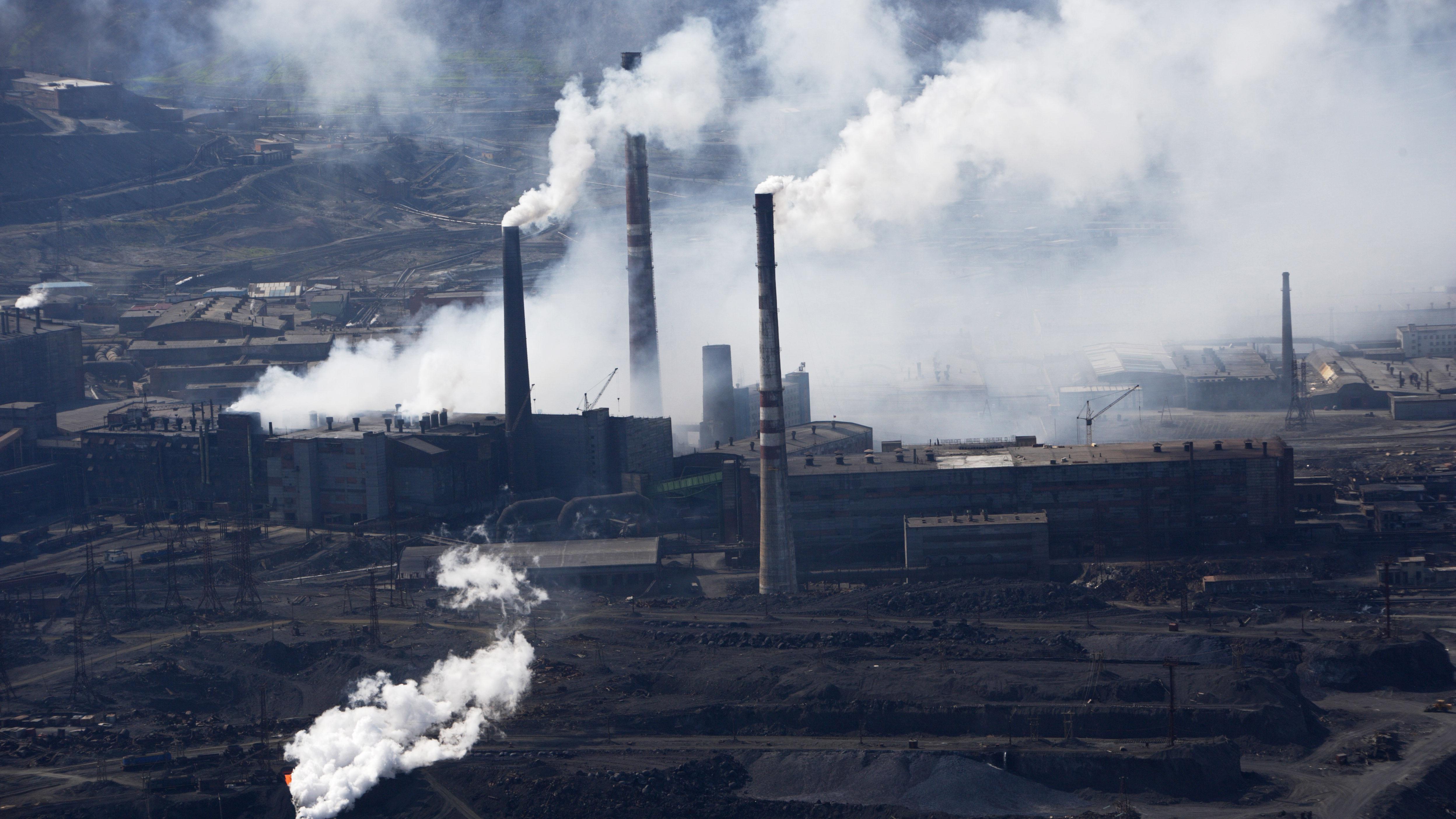 Спасателей направили в Норильск для ликвидации последствий разлива топлива на ТЭЦ