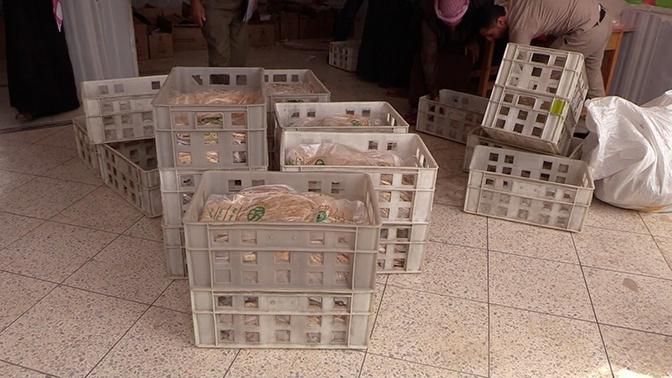 Самым нуждающимся: российские военные привезли пять тонн продуктов в сирийский Марран