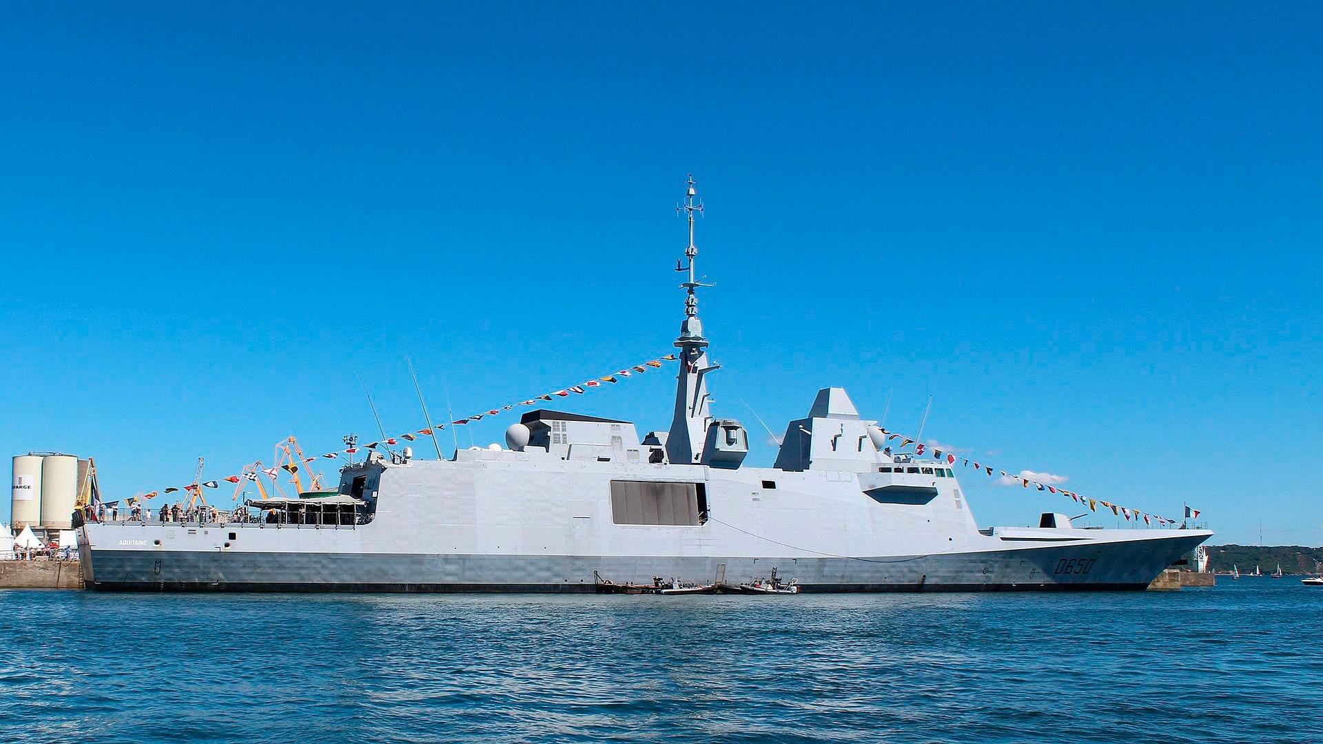 Северный флот РФ приступил к слежению за фрегатом ВМС Франции, зашедшим в Баренцево море