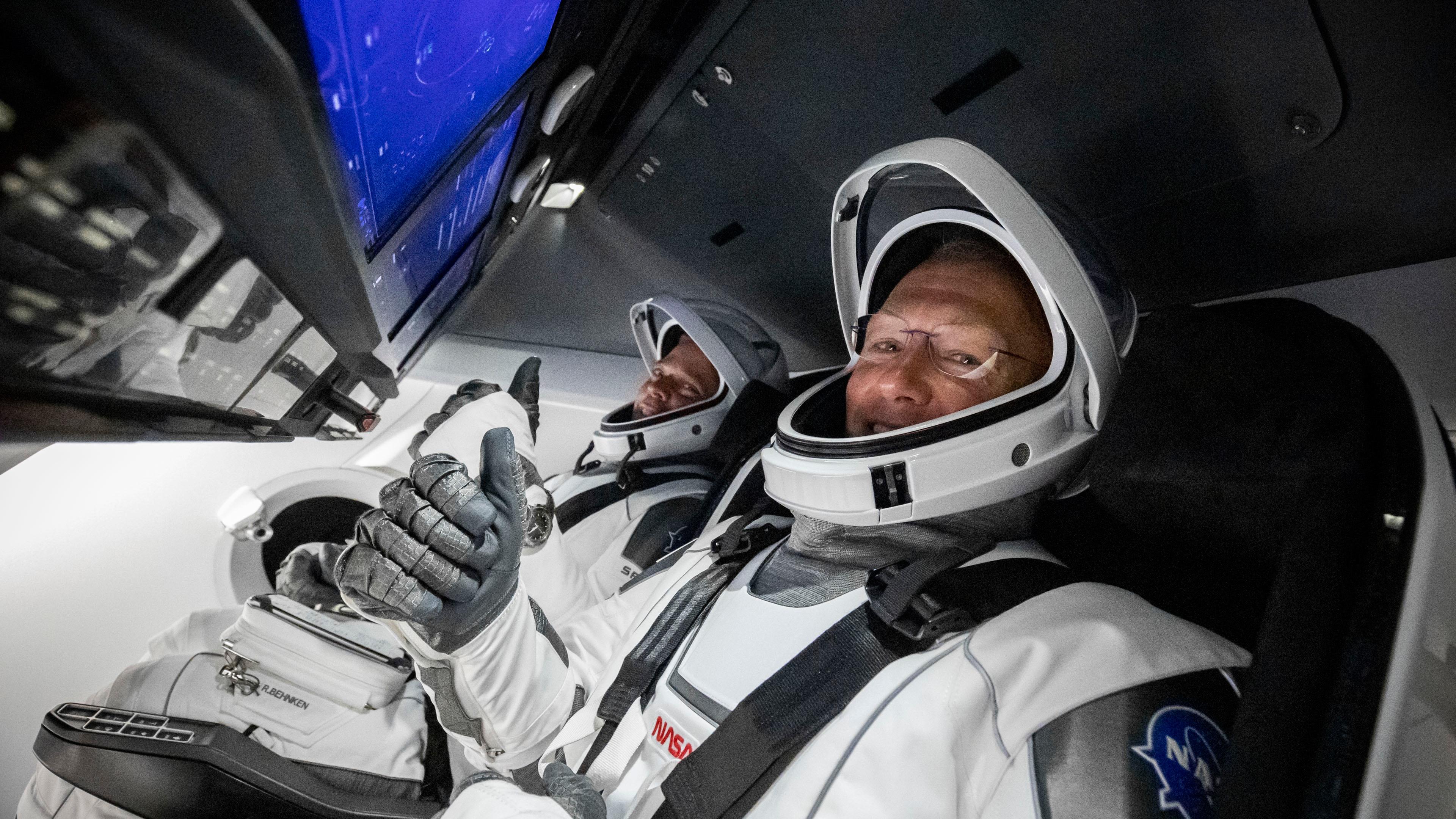 В США сравнили сравнили скафандр SpaceX с российским «Соколом»
