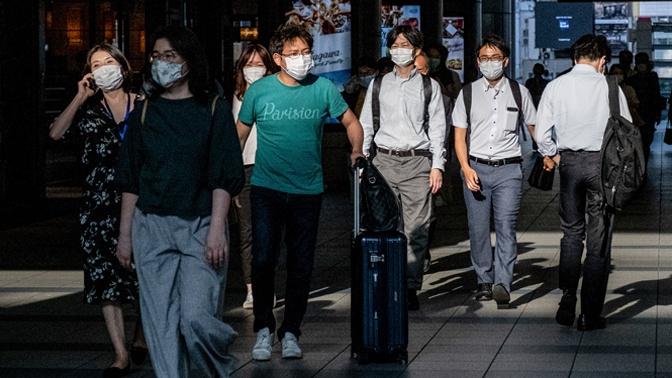 В Японии придумали защитные маски для бассейна