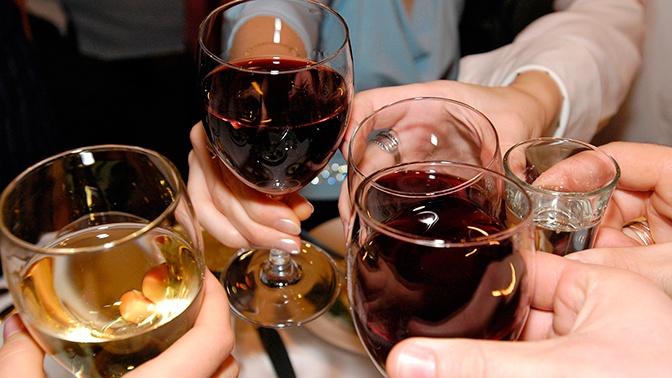 Пережить кризис: во Франции начнут делать антисептики для рук из вина