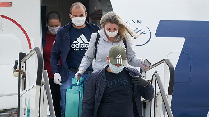 Вирусолог заявил о высоком риске заражения коронавирусом в самолетах