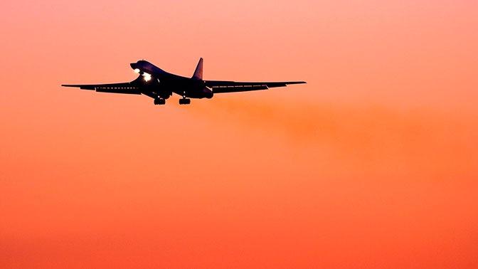 Стратегические бомбардировщики Ту-160 отработали ночную и дневную дозаправку в воздухе