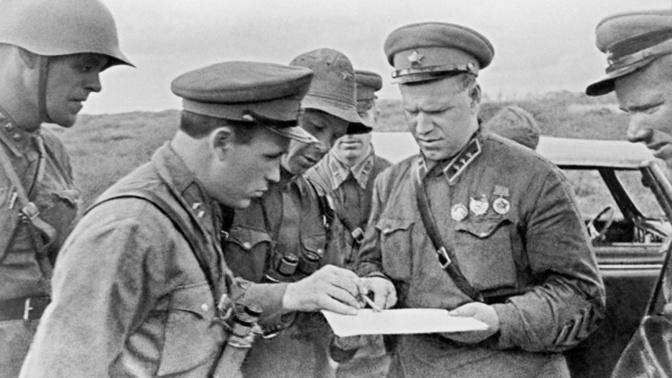 Командующий 57-м особым армейским корпусом РККА на территории Монгольской Народной Республики Георгий Жуков (справа) во время боевых действий на реке Халхин-Гол