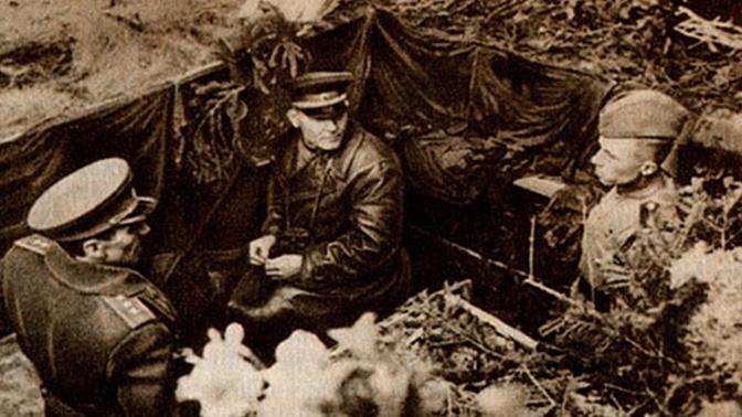Маршал Советского Союза И.С. Конев (в центре) и генерал-полковник К.С. Москаленко (слева)