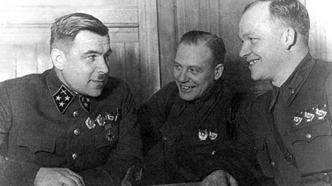 Командующий 5-й армией Западного фронта генерал-лейтенант артиллерии Л.А. Говоров с членами Военного совета армии после успешно проведенной операции. Можайское направление. Январь 1942 года.