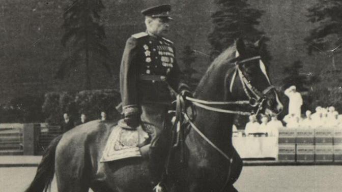 Маршал Советского Союза Л.А. Говоров на Красной площади